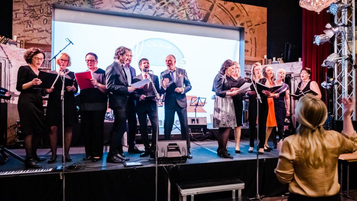 """""""Da ist Musik im Unternehmen"""": Bühne frei für die hagebau Singers!"""